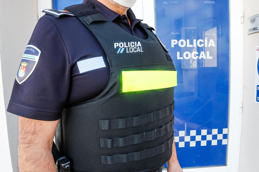 Los agentes de la Policía Local de Mérida ya disponen de 72 nuevos chalecos antibalas