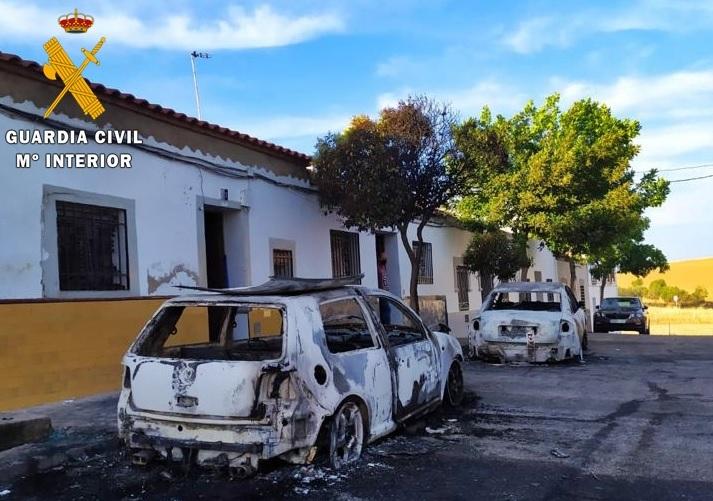Detenido el autor del incendio de dos vehículos en Fuente de Cantos