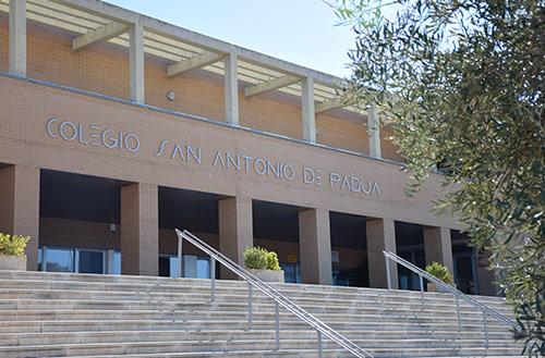 Josefa Gómez, Kini Carrasco José María Fernández, el San Antonio de Padua y el IES Zurbarán recibirán la Medalla de Extremadura