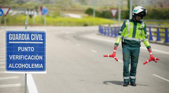 La DGT intensifica los controles para evitar el consumo de drogas y alcohol entre los conductores