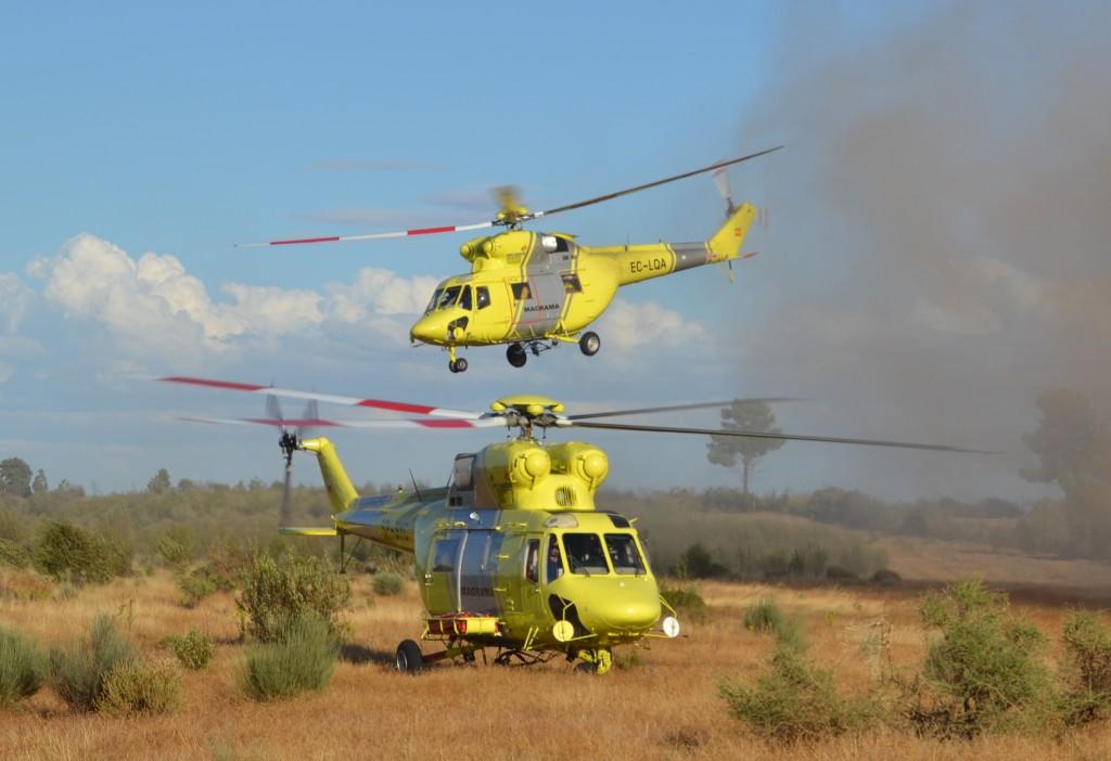 Tres helicópteros, bomberos y varios retenes estabilizan un incendio en Jerez de los Caballeros