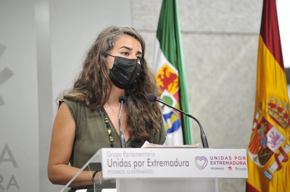 """Irene De Miguel: """"El Gobierno de Vara recorta en la escuela rural mientras mantiene conciertos innecesarios"""""""