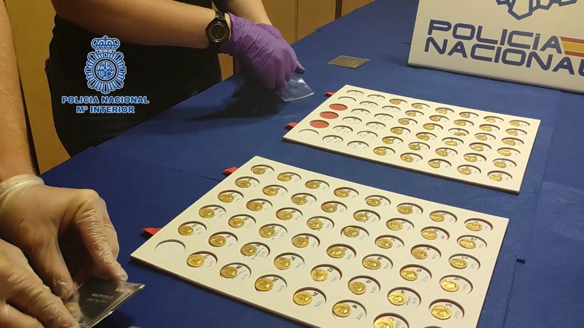 VÍDEO: Recuperan un tesorillo de 90 monedas del Imperio Romano valorado en 500.000 euros