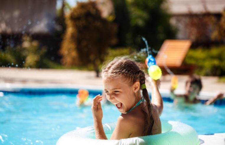 La piscina municipal de Cilleros sorprenderá a los bañistas con un parque acuático