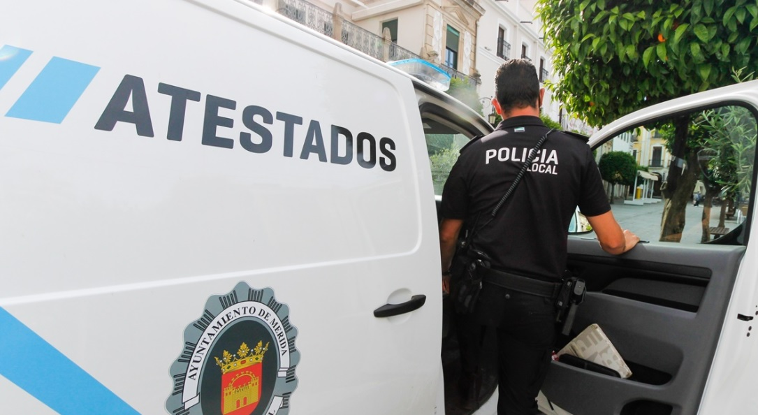 La Policía Local de Mérida denuncia a cinco personas por beber alcohol en la calle