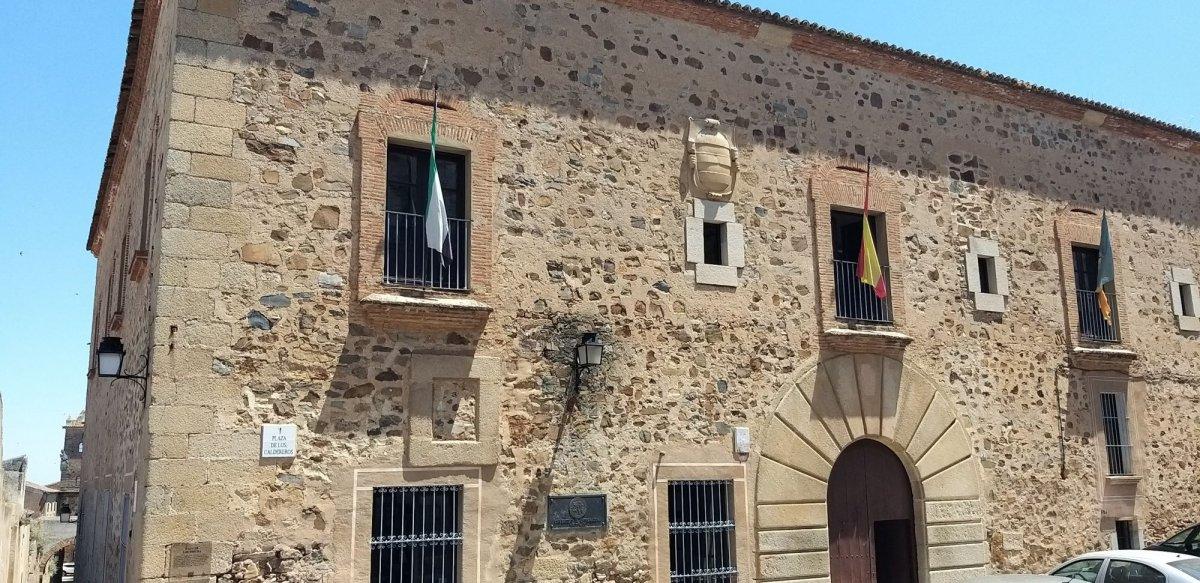 El protocolo para prevenir la Covid seguirá vigente en la Universidad de Extremadura el próximo curso