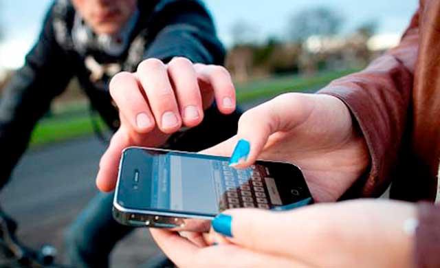 Un hombre finge pedir limosna para robar un móvil a los clientes de una terraza de Cáceres