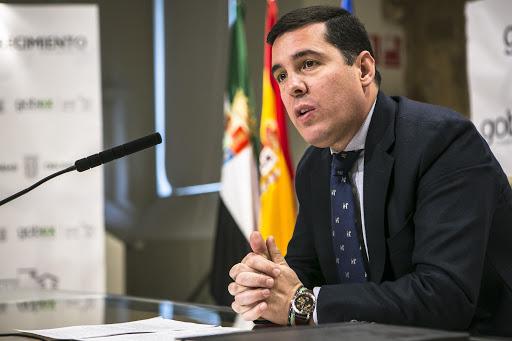 El exconsejero Pedro Tomás Nevado-Batalla, elegido miembro del Observatorio de la Vida Militar