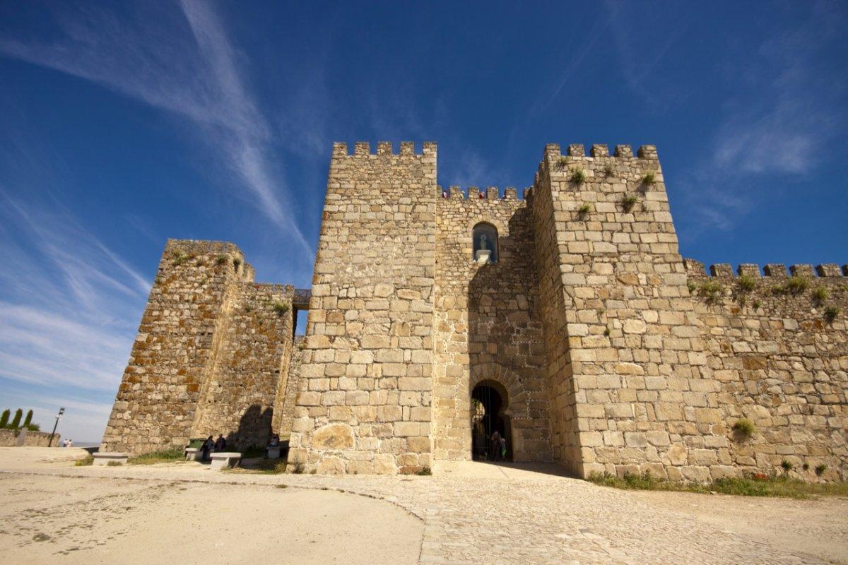 Patrimonio licita las obras de la zona derrumbada del espolón de la muralla de Trujillo