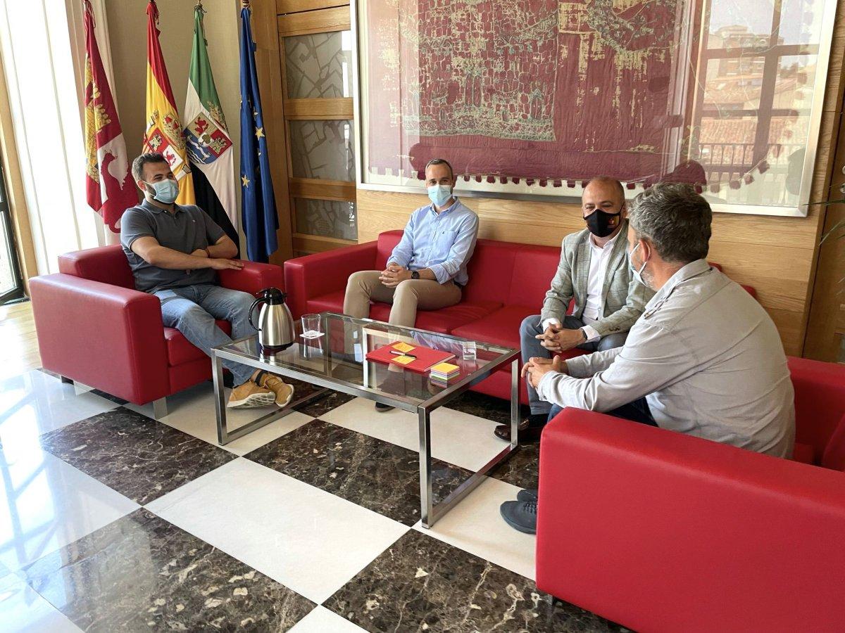Cáceres y Arroyo de la Luz colaborarán en proyectos que beneficien a ambas localidades