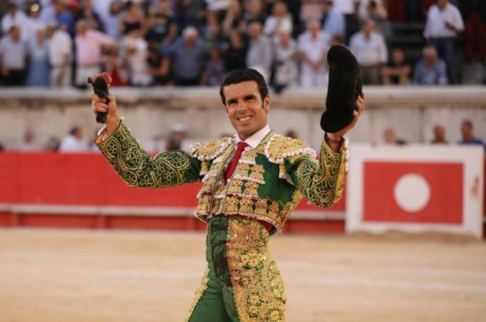 El torero de Torrejoncillo, Emilio de Justo, regala 100 entradas a jóvenes de 18 años para que acudan a los toros