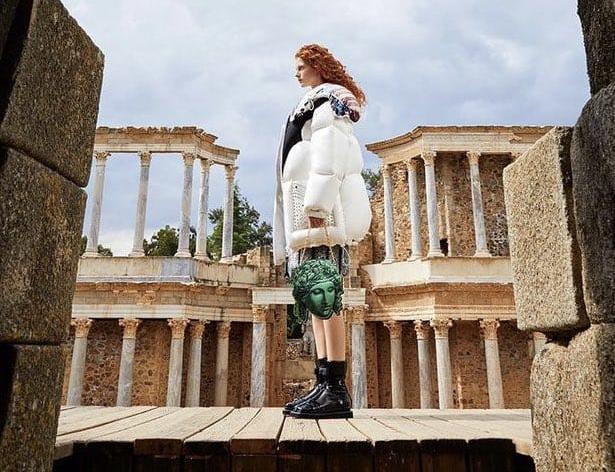 La marca de lujo más conocida del mundo se rinde a la majestuosidad del Teatro Romano de Mérida