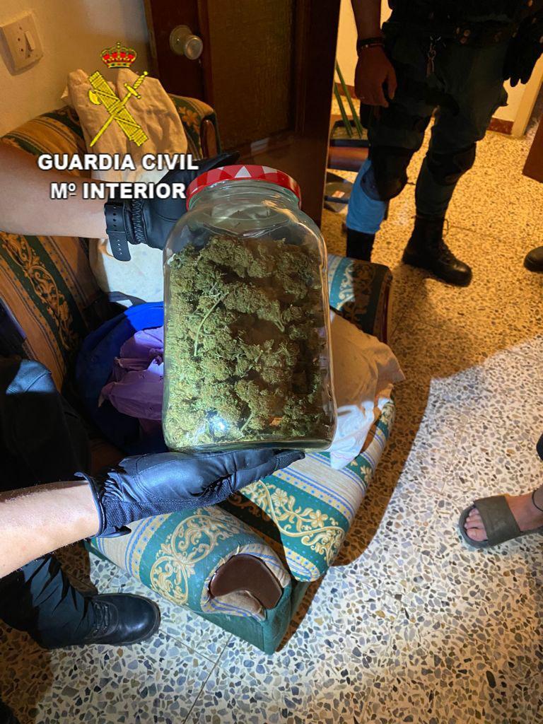La Guardia Civil desmantela un importante punto de venta de drogas en Cañamero