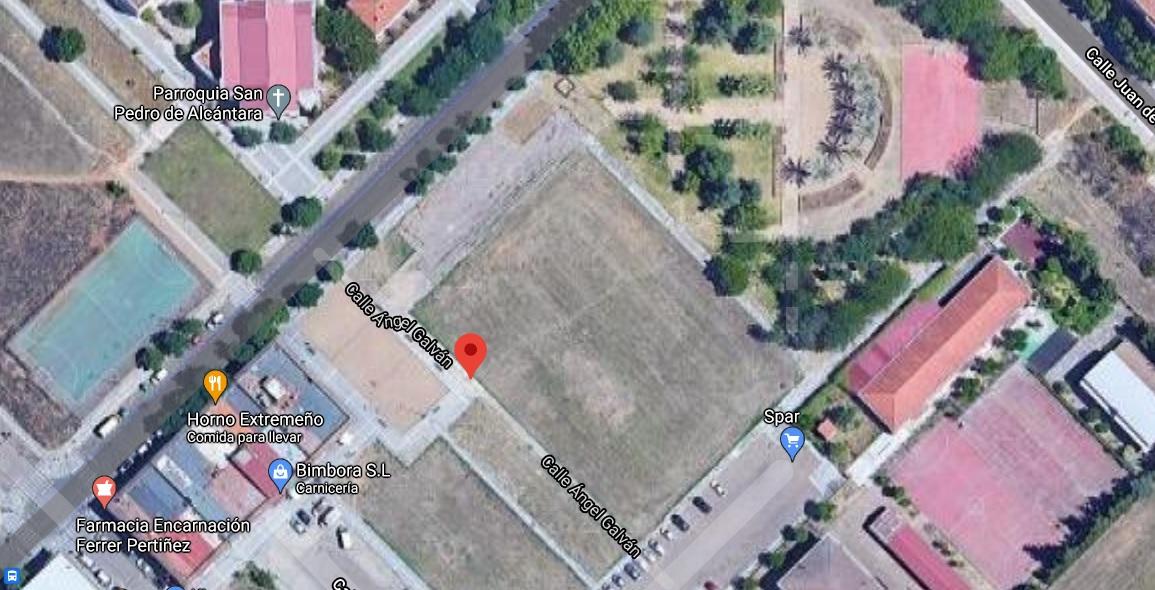Dos personas intoxicadas por inhalación de humo en el incendio de una vivienda en Badajoz