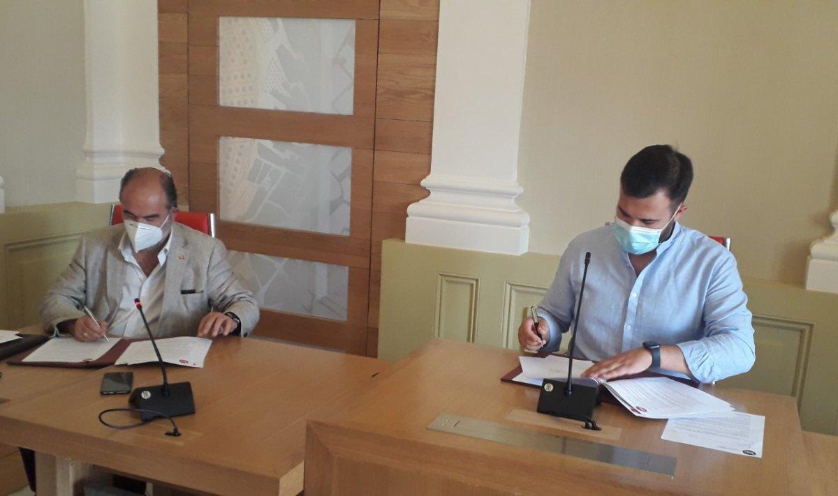 El Ayuntamiento de Cáceres y Cáritas Diocesana firman un convenio para el mantenimiento del Centro Vida