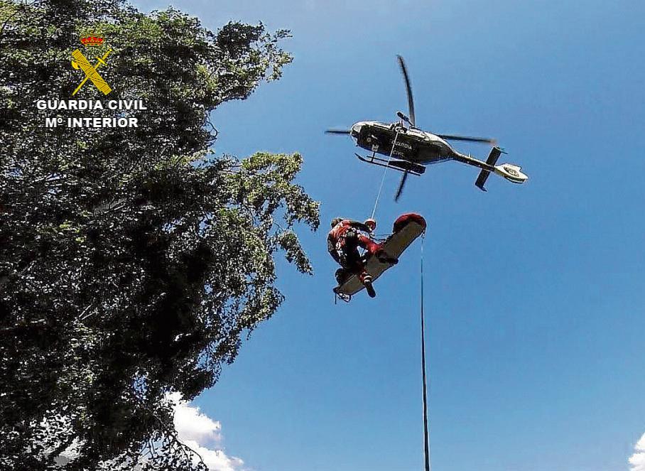 La Guardia Civil rescata a una senderista accidentada en la Sierra de Gredos