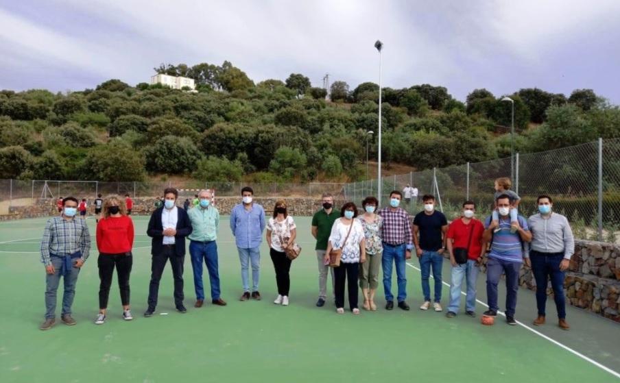 Los vecinos del barrio cacereño de Montesol ya pueden disfrutar de sus nuevas pistas polideportivas