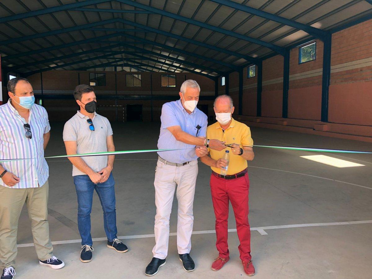 """Villanueva de la Sierra inaugura el polideportivo que llevará el nombre de la """"Fiesta del Árbol"""""""