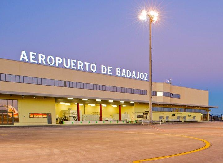 El aeropuerto de Badajoz vuelve a contar con vuelos diarios tras la pandemia