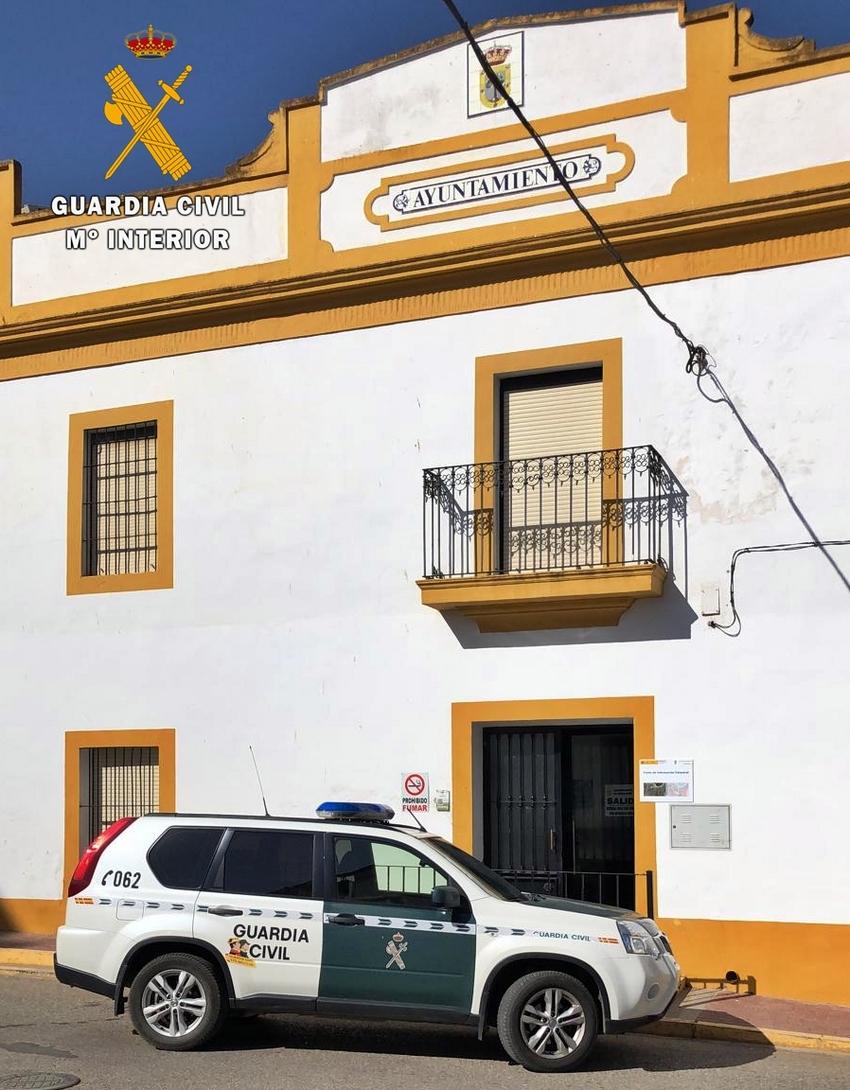 Detenidos tres vecinos de Badajoz por robos en el Ayuntamiento de Almendral y una nave industrial de La Albuera