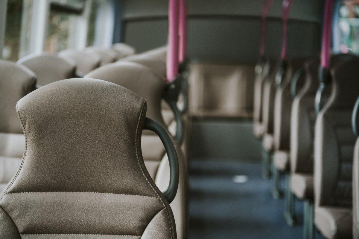 Cinco personas heridas al frenar 'en seco' el autobús en el que viajaban en Badajoz