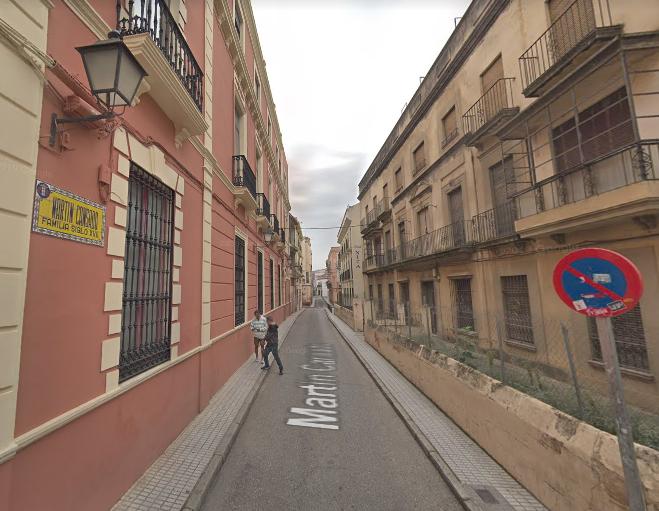 La caída de un gran andamio obliga a cortar la calle Martín Cansado en Badajoz