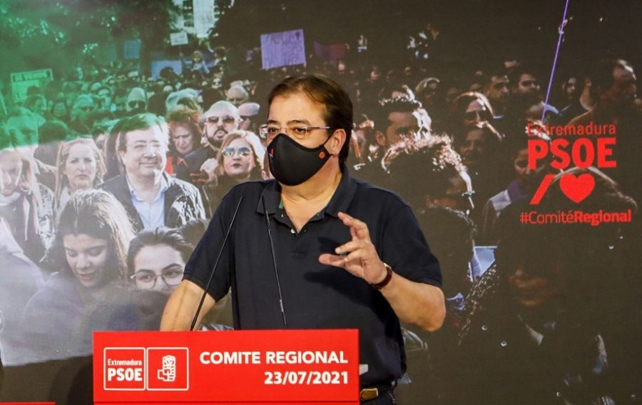 La ausencia de candidatos lleva a Vara a ser reelegido líder del PSOE regional sin necesidad de votar