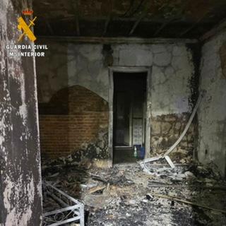 Dos detenidos por provocar un incendio en la vivienda del jefe de la Policía de Talavera la Real