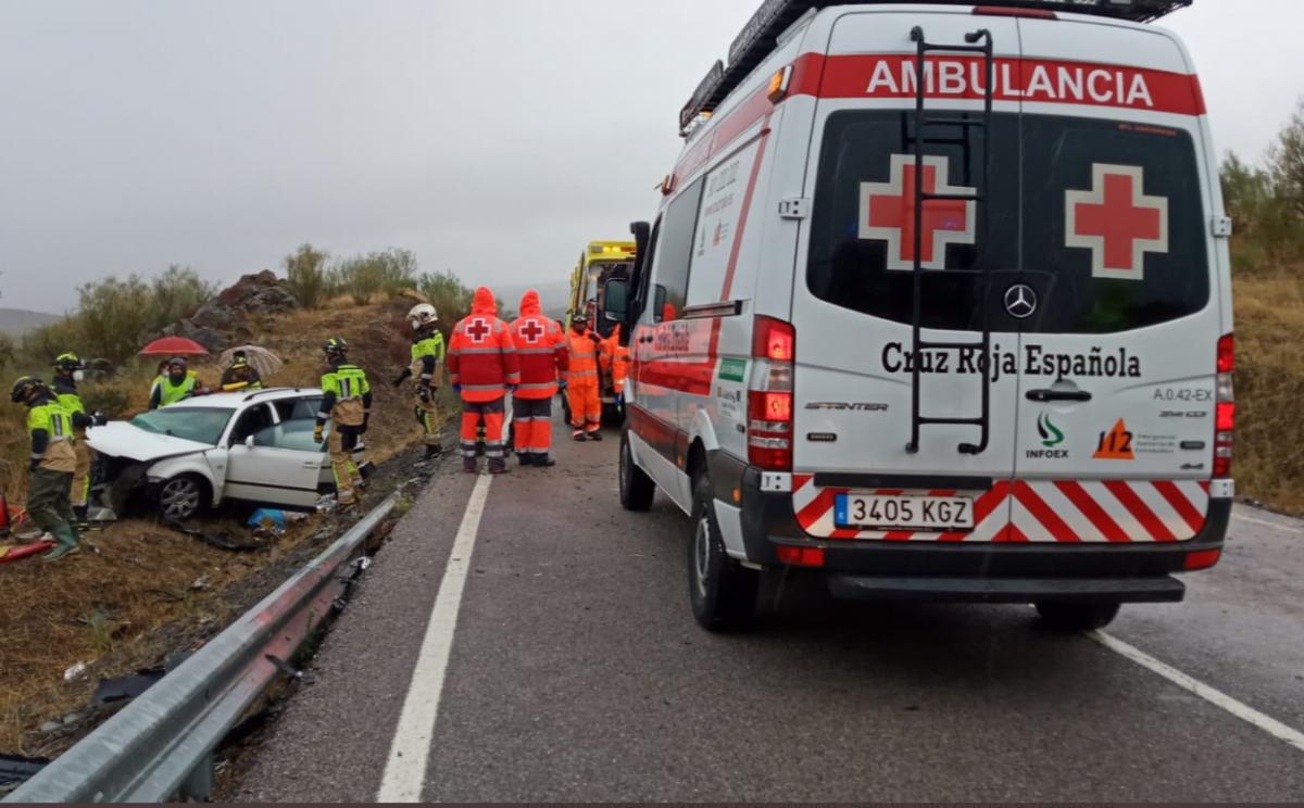 Fallece un hombre en una colisión frontal entre un camión y un coche en la BA-160, a la altura de Zafra