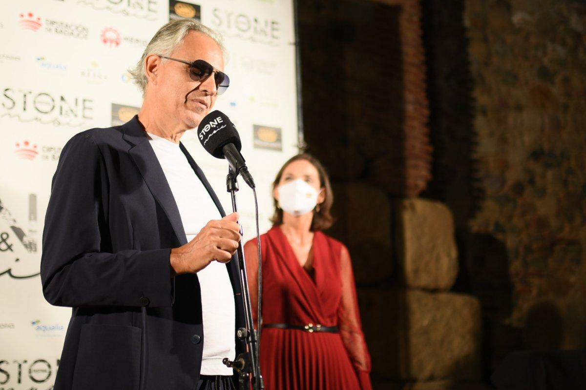 El tenor italiano Andrea Bocelli ya tiene una placa con su nombre en la Viam Musicorum de Mérida