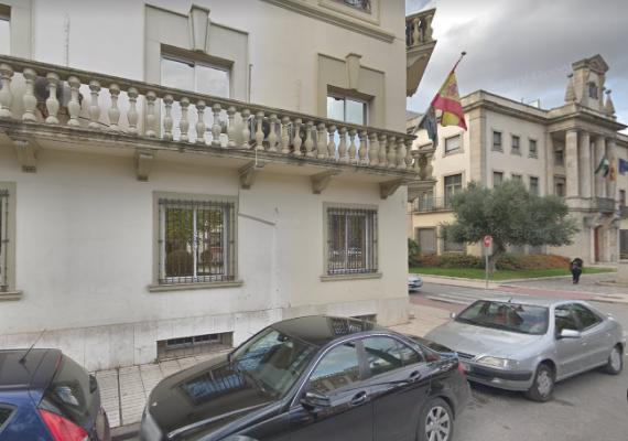 Un sistema anticortes de luz provoca un incendio en un edificio administrativo de Badajoz