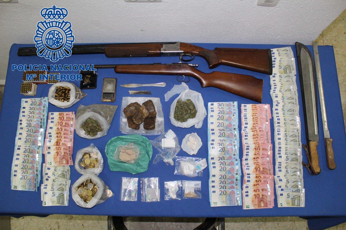 """La Policía Nacional desmantela un """"hipermercado de la droga"""" en el centro de Badajoz y detiene a cuatro personas"""