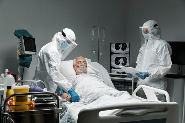 El Covid acaba con la vida de cuatro personas y tiene 64 pacientes ingresados en Extremadura