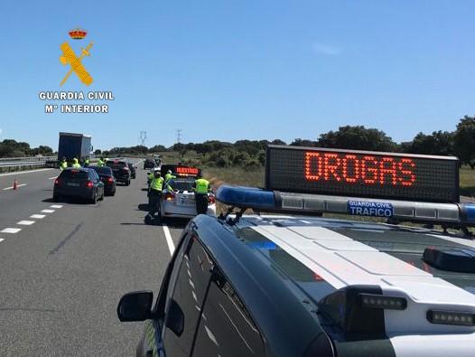 Investigan a un joven de 23 años por conducir bajo la influencia de las drogas y darse a la fuga en un control en Cáceres