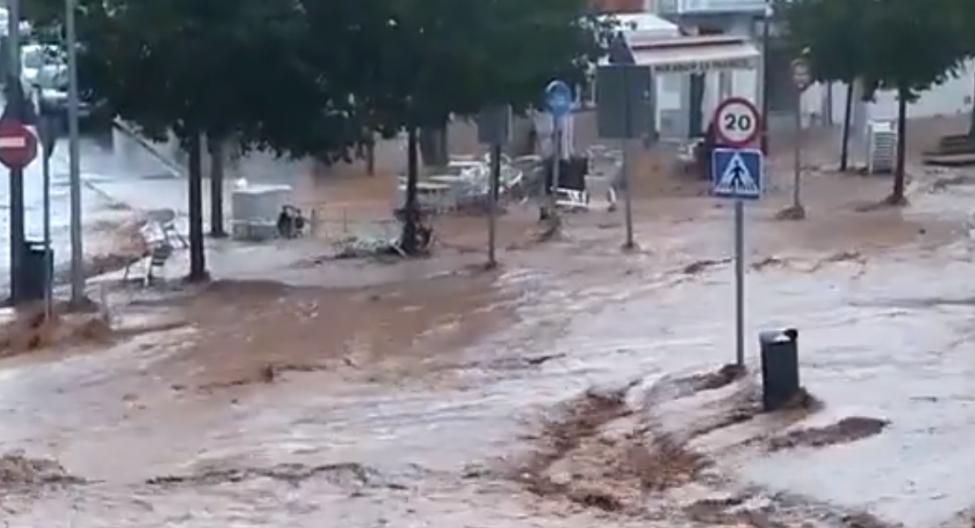 Las intensas lluvias dejan sin clase a escolares extremeños y provocan inundaciones en aulas