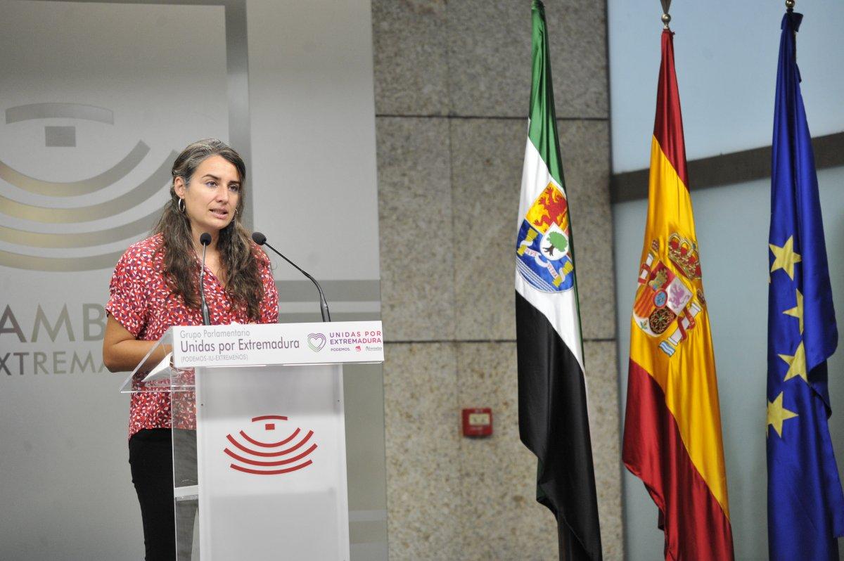 """Irene De Miguel: """"No entendemos los recortes en la escuela pública cuando la concertada es intocable"""""""