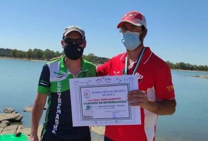 Un pescador de la Sociedad Virgen de la Vega de Moraleja se proclama campeón en flotador absoluta