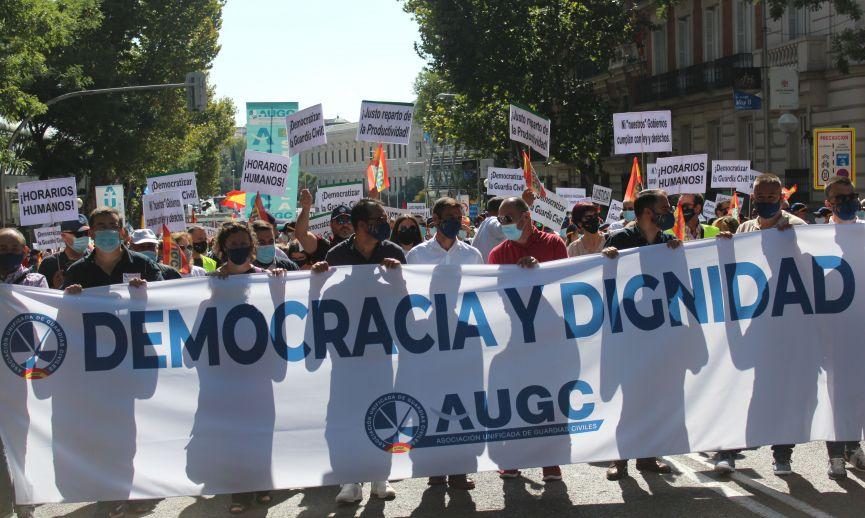 Miles de guardias civiles de toda España protestan ante Interior y piden la dimisión de Marlaska