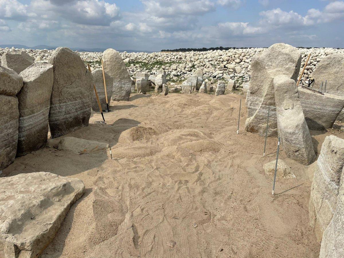 Expertos en arqueología megalítica analizan las actuaciones realizadas en el Dolmen de Guadalperal