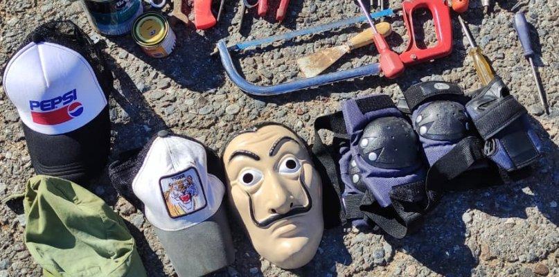 Detenido un ladrón que robó en ocho inmuebles ocultándose tras una careta del pintor Dalí