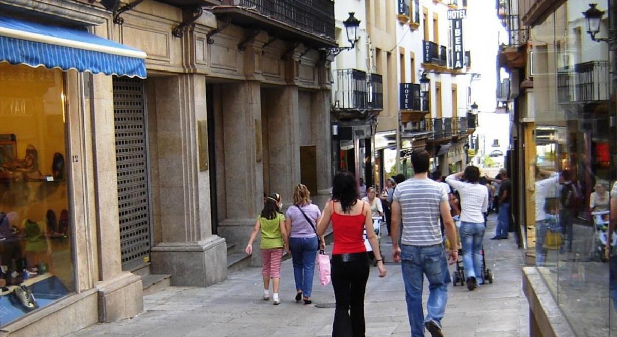 La Federación de Asociaciones Vecinales de Cáceres y el Circulo Empresarial alegan contra la subida de impuestos