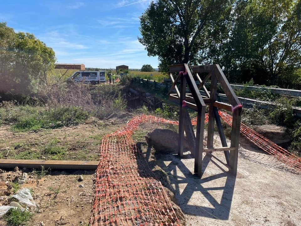 La instalación de una estructura metálica obliga a cortar el puente que une Huélaga y Moraleja