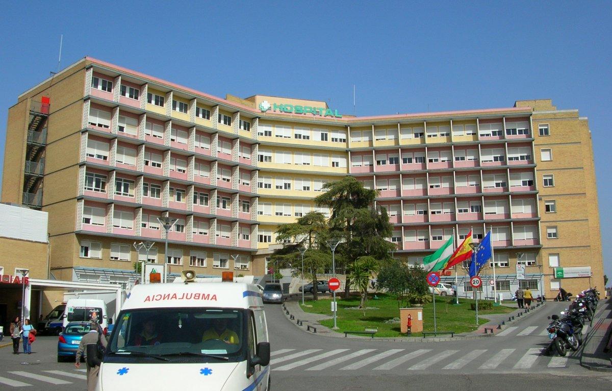 Trasladan al Hospital Virgen del Rocío de Sevilla al trabajador herido con quemaduras en Jerez