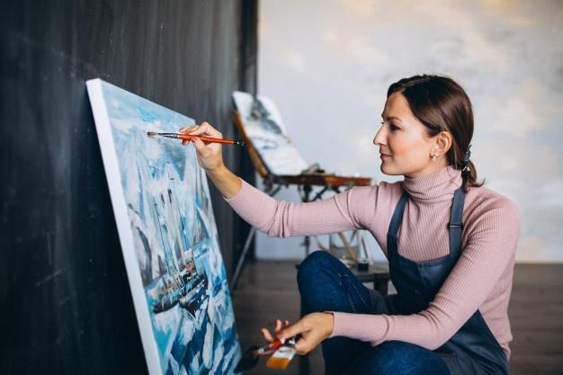 Moraleja acerca la pintura y las técnicas creativas con clases para adultos y niños