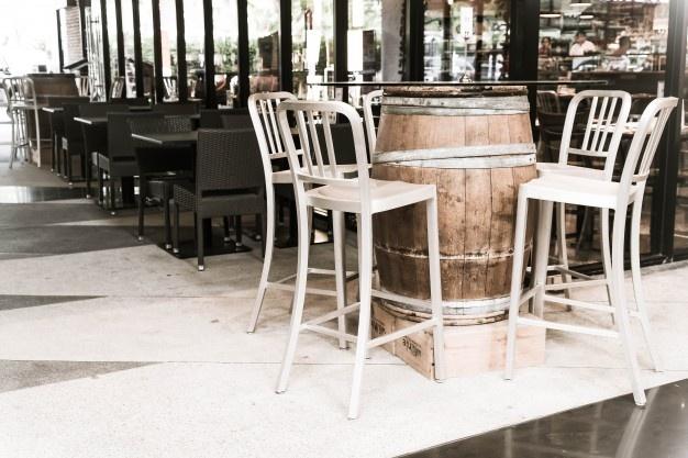 Sin papelera en la mesa no hay terraza, medida para mantener limpias las calles de Badajoz